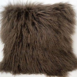 throw-pillow-faux-fur-decorative